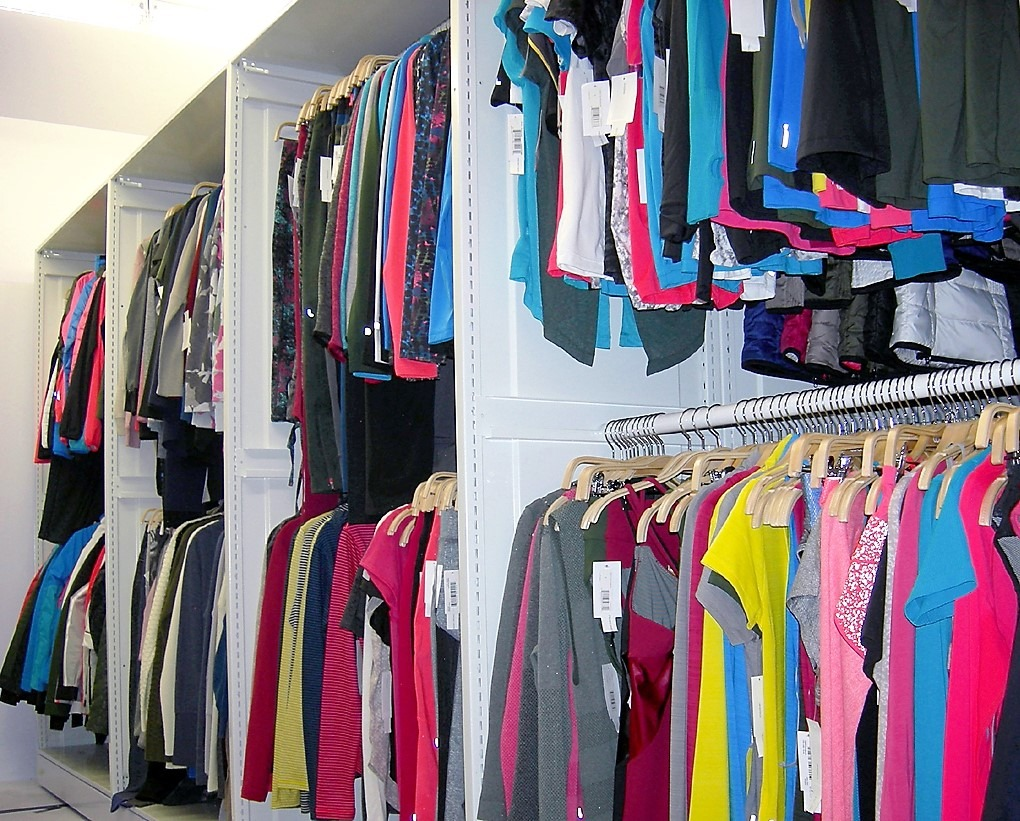 Mobile or fixed shelving storage systems for retail stores