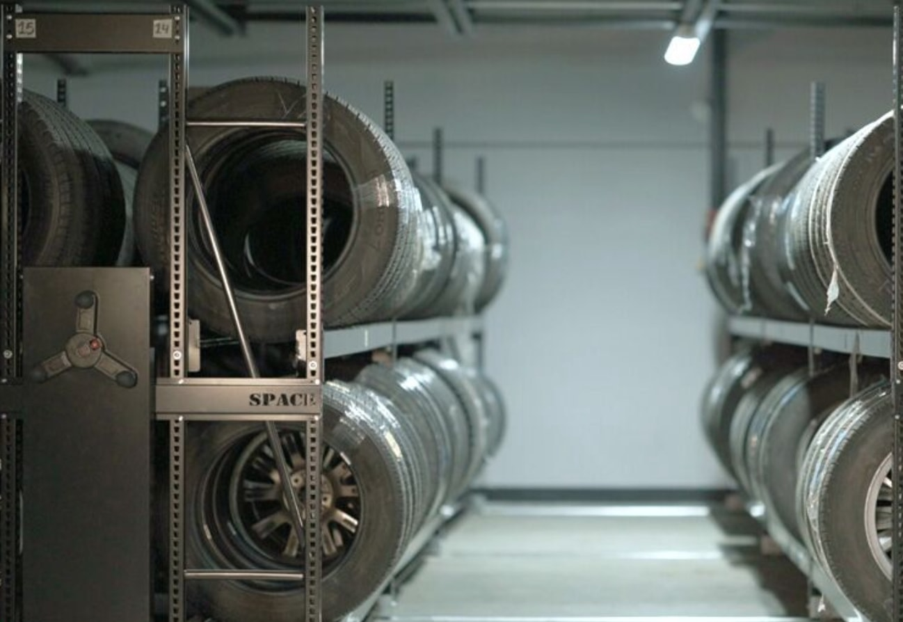 Tire mobile storage systems